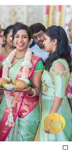 Love the saree colour Kanchipattu saree Saree Jacket Designs, Blouse Designs, Wedding Garlands, Wedding Decorations, Indian Sarees, Silk Sarees, Saree Jackets, Sari Blouse, Saris