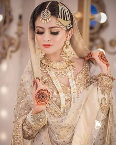 So elegant and beautiful Asian Bridal Dresses, Indian Gowns Dresses, Pakistani Bridal Dresses, Bridal Outfits, Indian Outfits, Wedding Dresses, Reception Dresses, Bridal Lehenga, Pakistani Bridal Jewelry