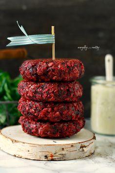 Beetroot and goat cheese burgers / Burgery z buraka z kozim serem