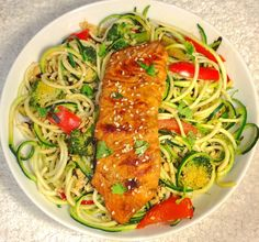 This low carb recipe for tamari and ginger glazed salmon with courgetti is so delicious and easy to make. It uses only gluten free, low FODMAP ingredients making it IBS friendly!