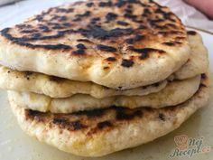 Jednoduché jídlo, které připravovaly ještě naše babičky. I já mám tento recept ještě od babičky, která tyto placky dělala tradičně k snídani. Trochu kyselého mléka, mouky a sody. Krásně je během pečení nafoukne a pomazané máslem nebo povidly jsou nejlepší. Autor: Karambola Taco Pizza, 20 Min, Kefir, Pancakes, Vegan Recipes, Tacos, Food And Drink, Cookies, Breakfast