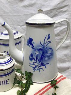 ANCIENNE CAFETIERE EMAILLEE FLEURS BLEUE BLEUET DE FRANCE