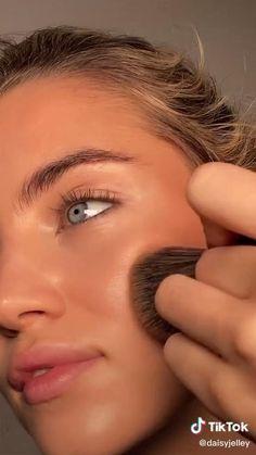 Natural Everyday Makeup, Natural Eye Makeup, Natural Makeup Tutorials, Natural Eyeliner, Everyday Makeup Tutorials, Brown Eyeliner, Natural Eyes, Natural Beauty, Makeup Eye Looks
