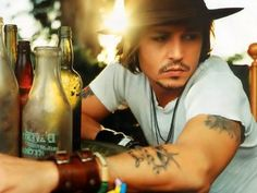 i dont want to be an actor but i wanna be like johnny depp hes inspired me in so many ways iand i want to make people smile like he made me smile Pretty People, Beautiful People, Johnny Depp Wallpaper, Johny Depp, The Lone Ranger, Actrices Hollywood, Celebs, Celebrities, Humor