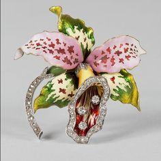 Art Nouveau Enamel Diamond Brooch. Circa 1900's. #GoldBrooches