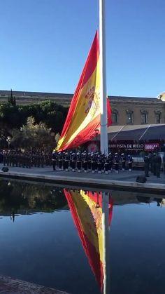 Bandera de España en la plaza de Colón. Madrid