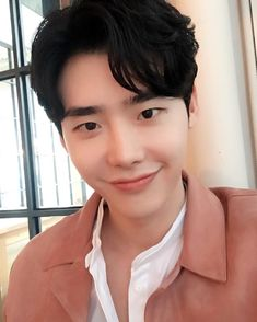 "144.1k Likes, 6,458 Comments - 이종석 (@jongsuk0206) on Instagram: ""안녕‍♂️"""