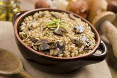 This is a deliciously flavorful way to serve risotto for vegetarians! The risotto is creamy, while the mushrooms are tender. Healthy Comfort Food, Comfort Foods, Stay Healthy, Rice Side Dishes, Vegan Recipes, Cooking Recipes, Mushroom Risotto, Mushroom Biryani, Mushroom Rice