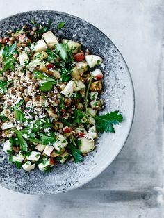 Lämmin rukiinjyväsalaatti Cobb Salad, Food Photography, Salads, Food And Drink, Favorite Recipes, Treats, Fruit, Dinner Ideas, Salad