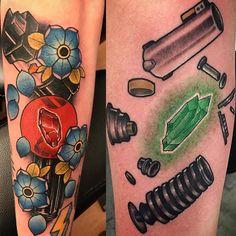 Death Star Tattoo, Star Wars Tattoo, Nerdy Tattoos, Cool Tattoos, Lightsaber Tattoo, Stormtrooper Tattoo, Crystal Tattoo, Star Wars Love, Star Wars Light Saber