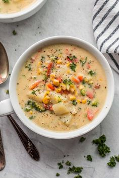 A simple creamy vegetable soup recipe loaded with veggies, bacon and cheese and ready in just 35 minutes! Homemade Vegetable Soups, Vegetable Soup Recipes, Veggie Soup, Easy Soup Recipes, Lunch Recipes, Crockpot Recipes, Vegetarian Recipes, Cooking Recipes, Delicious Recipes