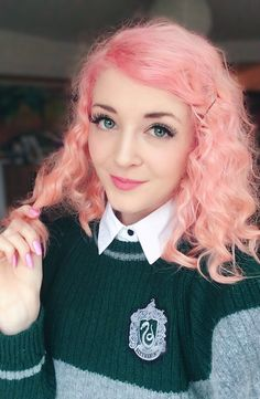 Connie AKA Noodlerella has the greatest hair ever and has such a bubbly personality. Even after breaking her leg she seemed to be so positive and lovely and she's definitely one of my favorite YouTubers in the world. She is so talented and honestly she helps me to live! Hugs, Isa