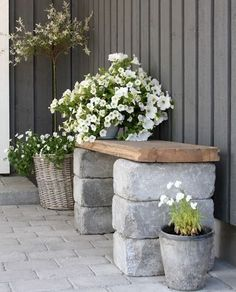 Look at the photo of little craft called DIY garden bench made of bricks and . - Look at the photo of little craft called DIY garden bench made of bricks and a wooden board and oth - Backyard Patio, Backyard Landscaping, Patio Bench, Diy Patio, Backyard Seating, Pergola Patio, Pergola Ideas, Front Porch Bench Ideas, Florida Landscaping