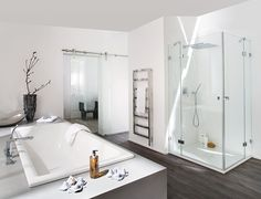 Eckdusche mit zwei Türen für ein geräumiges Bad