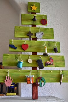 Plenty of Paprika: DIY Advent Tree Ornament Display 25 days of Christmas Christmas Time Is Here, Holiday Fun, Christmas Holidays, Christmas Crafts, Christmas Decorations, Xmas, Christmas Ornaments, Christmas Bows, Holiday Decorating