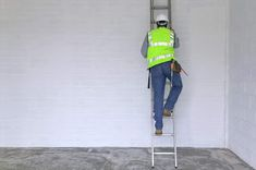 It is apparent that, despite apparent regulations and apparent dangers, working at heights remains an important risk. Platform Ladder, National Safety, Security Equipment, Injury Prevention, Safety Tips, Storage Solutions, Branding Design, Ladders, Climbing
