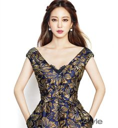 I've honestly run out of superlatives to describe how beautiful Han Ye Seul is. No matter what she's modeling (shoes, bags, jewelry, clothing) it doesn't seem to matter, she looks…