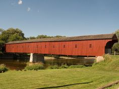 10 Most Beautiful Bridges in the World The West Montrose Covered Bridge on the Grand River, Ontario, Canada. It's known locally as the Kissing Bridge Worlds Longest Bridge, Ontario, Most Beautiful, Beautiful Places, Amazing Places, Old Bridges, Canada, Romantic Destinations, Covered Bridges