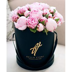 Нежно-розовые пионы в коробке Royal
