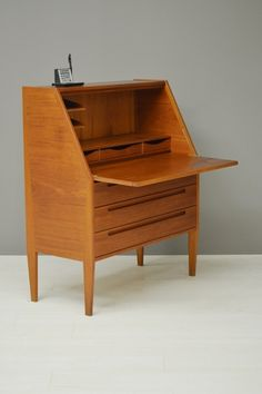 Deense secretaire / Danish secretaire 18675