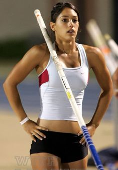 Allison Stokke only does the thing she loves and that is just pole vaulting and studying. Female pole vaulter Allison Stokke is doing wel.University of California Pole Vaulting Champion Allison StokkeMeet Allison Stokke, a college freshman and talent Female Pole Vaulter, Foto Sport, Fitness Models, Fitness Sport, Female Fitness, Beautiful Athletes, Athletic Girls, Sporty Girls, Athletic Women