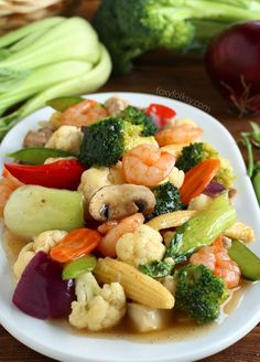 Try this Chop Suey recipe for an Easy stir-fry of colorful vegetables with thick sauce. A great vegetable dish for a dinner party or just for everyday healthy meal. | www.foxyfolksy