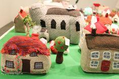 Pano pra Mangas: Knitted Village Christmas Presents, Handicraft, Fiber Art, Lana, Knit Crochet, Art Projects, Knitting Patterns, Coaching, Wool