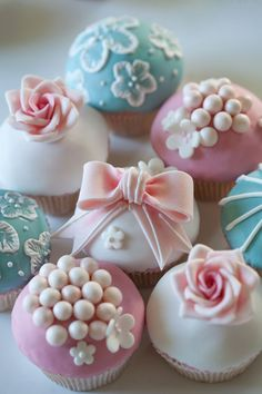 Vintage cupcakes in white, rose and pastel blue