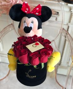 @giannadez Valentines Day Baskets, Valentines Diy, Flower Box Gift, Flower Boxes, Flowers For Girlfriend, Chocolate Flowers Bouquet, Funeral Flower Arrangements, Mickey Mouse Wallpaper, Box Roses