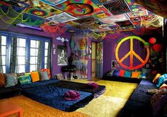 wont decorate my room like this, but my gosh i had to pin this psychedelic room!