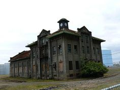 Old Buildings, Abandoned Buildings, Abandoned Places, Abandoned Castles, Old School House, Steampunk House, Abandoned Mansions, Haunted Places, Portland Oregon
