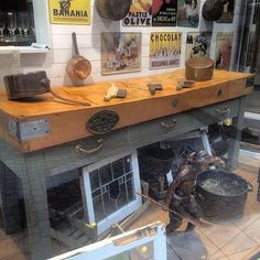 Show room  #auvieuxchaudron#antiques#antiquites#vintage#shabbychic#deco#homedecoration#countryfurniture#decoration#frenchfurniture#vintagehome#labrocante#curiosities#interiør#interiör#decoração#europeantiques#chic#oldfurniture#art#artantiques#shabby#instahome#chic#antiquitäten#antiquestore#brocantestyle#frenchantiques#antiguidades#antique