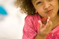 'Brain food' is real. Here's what to feed your kids to help their grey matter grow Brain Healthy Foods, Brain Food, Healthy Meals For Kids, Healthy Recipes, Eating Carrots, Eye Sight Improvement, Burn Belly Fat Fast, Fatty Fish, Gray Matters
