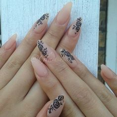 Almond nails beige