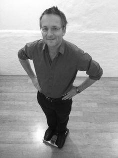 Den britiske læge Michael Mosley har været fast tilknyttet BBC i mange år som videnskabsjournalist og er flere gange prisbelønnet for sit arbejde. Michael Mosley er forfatter til den store internationale bestseller The Fast Diet, på dansk 5:2 Kuren, der både herhjemme og i resten af verden har været en enorm succes og skabt en hel bevægelse omkring 5:2-måden at spise på med let faste, der i dag både bruges af professionelle og private.