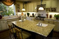 Traditional Antique White Kitchen Cabinets #TT02 (Kitchen-Design-Ideas.org)