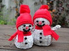 pletení z papíru postupy - Hledat Googlem Christmas Ornaments, Holiday Decor, Christmas Jewelry, Christmas Decorations, Christmas Decor