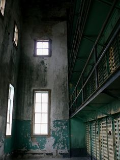 Old Idaho State Penitentiary, Boise. This gem is a museum set in the old state penitentiary where guests can sit in old prison cells, solitary confinement, and explore the inner workings of a once scary place to be. Abandoned Prisons, Solitary Confinement, Prison Cell, Behind Bars, Scary Places, Boise Idaho, Ghost Towns, Empty, Gem