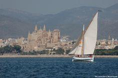 llaüt Balear with Palma Cathedral al fons