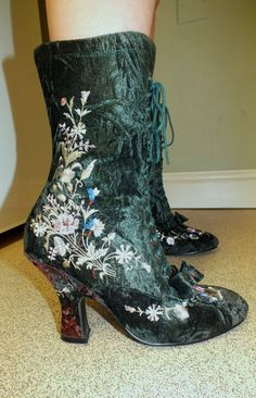 Green Velvet Victorian style Boots Steampunk Quirky Lagenlook Mori Girl size 6