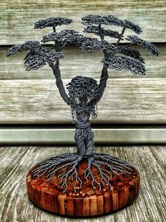 Wire Art Sculpture, Tree Sculpture, Fantasy Wire, Copper Wire Art, Twisted Tree, Wiccan Crafts, Metal Art Projects, Wire Trees, Stone Wrapping