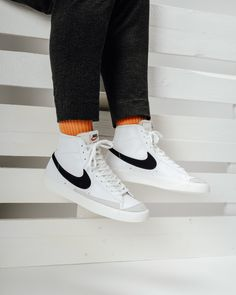 Named after Portland's Basketball Team, the Nike Blazer isn't just another retro sneaker. It is more like a fresh breeze coming to our beloved sneaker culture. The famous classic silhouette now comes… Sneaker Outfits, Nike Outfits, Nike Blazer Outfit, Blazer Outfits Men, Converse Sneaker, Puma Sneaker, Retro Sneakers, Sneakers Mode, White Sneakers