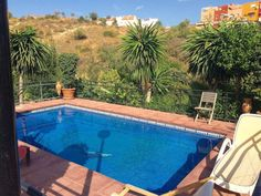 3-Zimmer-Landhaus mit grosser Terrasse, Garten und Pool, im Zentrum von Marbella und nur wenige Minuten von Geschäften, Restaurants und Strand entfernt. Malaga, Villa, World, Outdoor Decor, House, Strand, Life, Restaurants, Home Decor