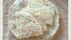 Pita greceasca - pufoasa si moale Cooking Bread, Cooking Recipes, Healthy Recipes, Naan, Greek Recipes, Feta, Biscuits, Deserts, Health Fitness