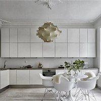 Białe mieszkanie z akcentami naturalnej zieleni