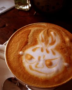 If my coffee ever stares at me like this, I'm gonna seek therapy!