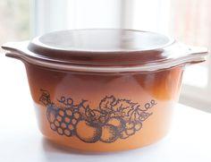 Pyrex 473  orange et brun - Old Orchard de la boutique 3rvintages sur Etsy