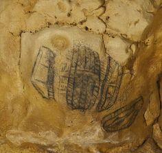 Cueva de Altamira (Cantabria). Signos de compleja identificación (tectiformes) en la Galería final.