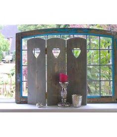 """Raamdecoratie """"Rien"""" met hart in het grijs.Dit scherm kunt u bijvoorbeerd in uw vensterbank zetten voor meer privacy! De schermen zijn gemaakt van geschaafd vuren hout met messing schanieren en schroeven! De afmetingen;lengte, 57 cmbreedte, 1 cmhoogt..."""