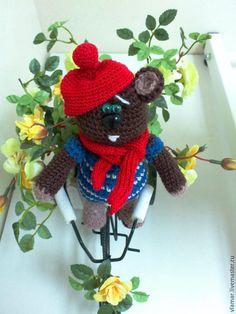 Купить Мишка - Любитель Цветов - коричневый, мишка ручной работы, мишка в подарок, вязаная игрушка